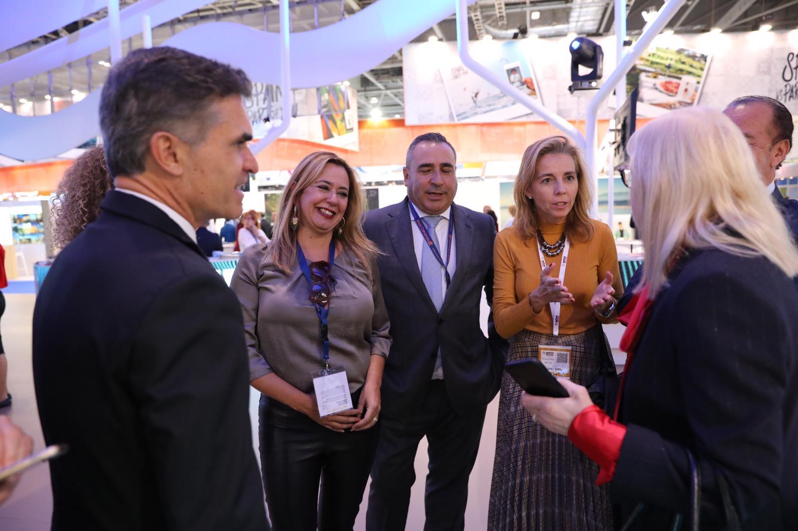 Mª Dolores Corujo y Ángel Vázquez cierran con Jet2 un aumento de casi 56.000 plazas para este invierno con el mercado anglosajón, 16.000 más de las previstas inicialmente por el operador británico