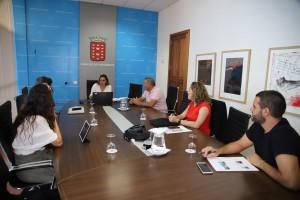 Reunión-de-la-Presidenta-del-Cabildo-con-Turismo-3